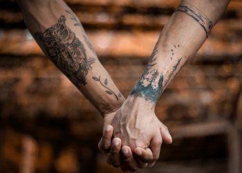 fáj a tetoválás